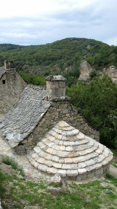 Village de Bez Bédène et ses toits de lauzes et de pierre