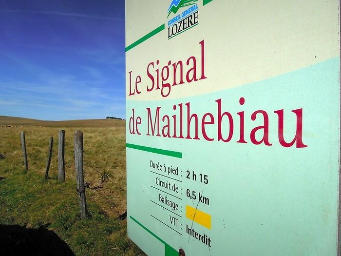 Le Signal de Mailhebiau, le point culminant du plateau de l'Aubrac. Lozère