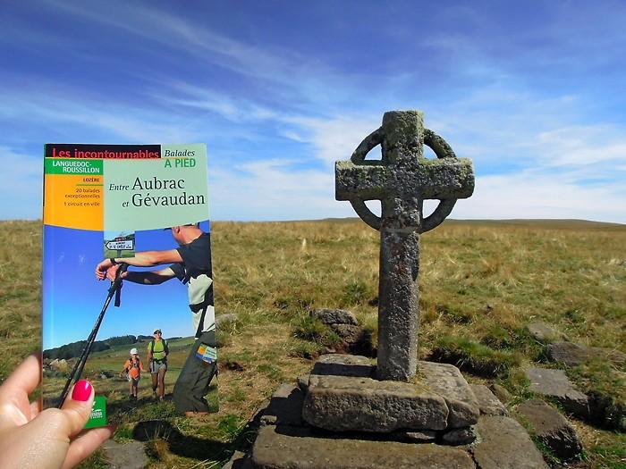 La croix de Rode au départ de la randonnée sur Aubrac