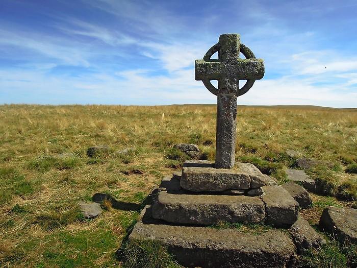 Croix de Rode, au départ de la randonnée au Signal de Mailhebiau, Aubrac