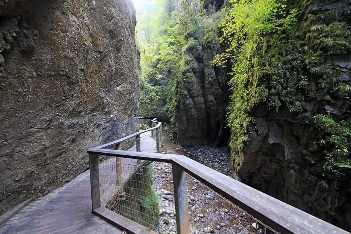 Sentier en bois dans les gorges de Kakuetta