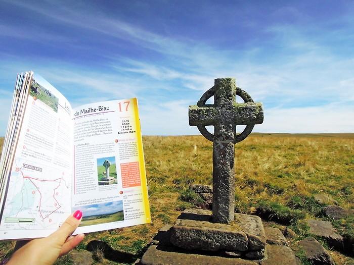 Croix de Rode : départ de la randonnée au Signal de Mailhebiau, en Lozère