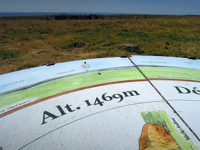 Signal de Mailhebiau 1469 m : Aubrac, Lozère, point culminant
