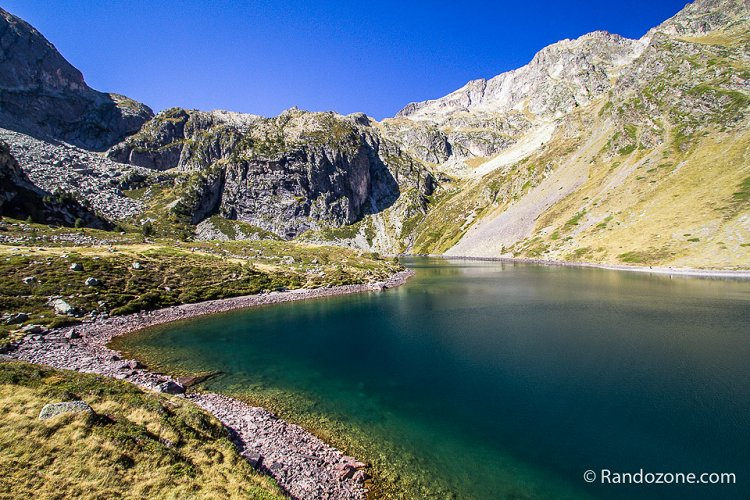 Lac d'Ihéou dans les Pyrénées