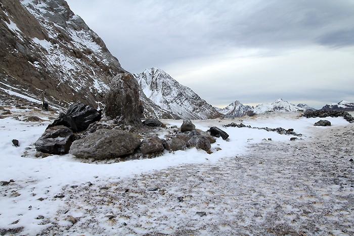 Col de Boucharo sous une fine couche de neige