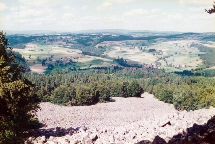Randonn�e p�destre : La coul�e de lave Bourianne