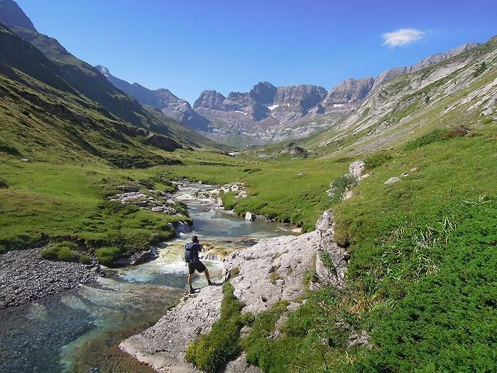 Cirque d'Estaubé et son cours d'eau transparent, Pyrénées