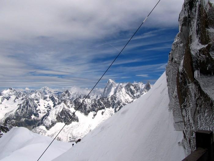 Cordée allant à l'Aiguille du Midi, Alpes, Chamonix