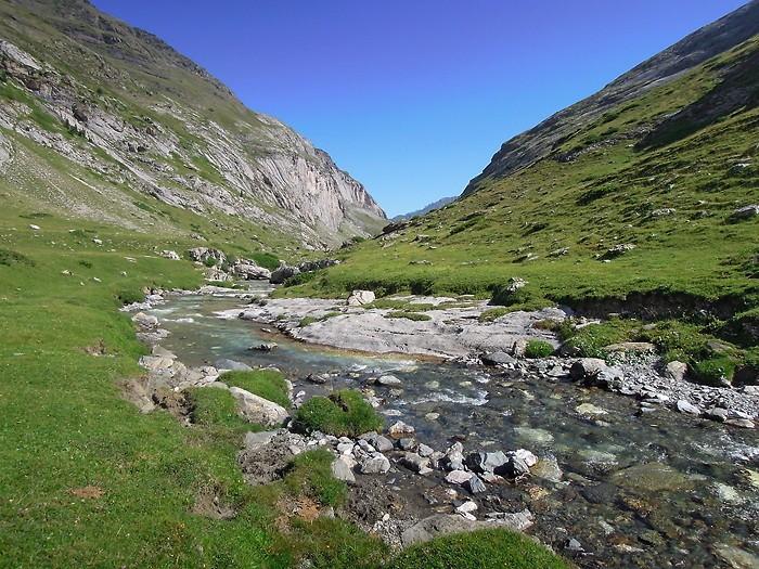 Ruisseau qui passe dans le Cirque d'Estaubé, Pyrénées