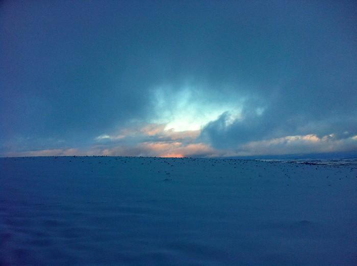 Sur le plateau de l'Aubrac, le temps est étrange en cette fin de journée