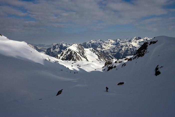 La montée en ski de randonnée continue