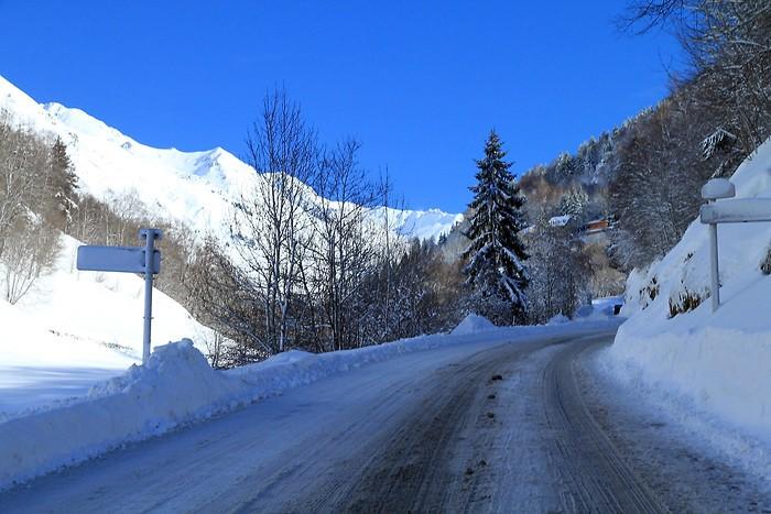 La route qui monte vers la station de Barèges