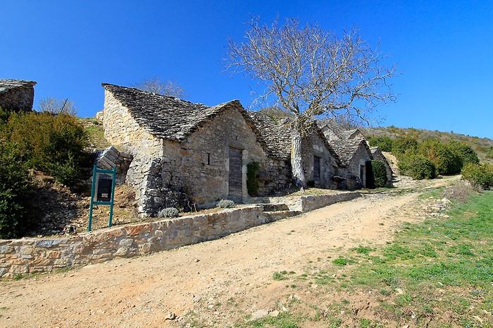 Découverte : Le village de caves d'Entre Deux Monts dans la Vallée du Tarn