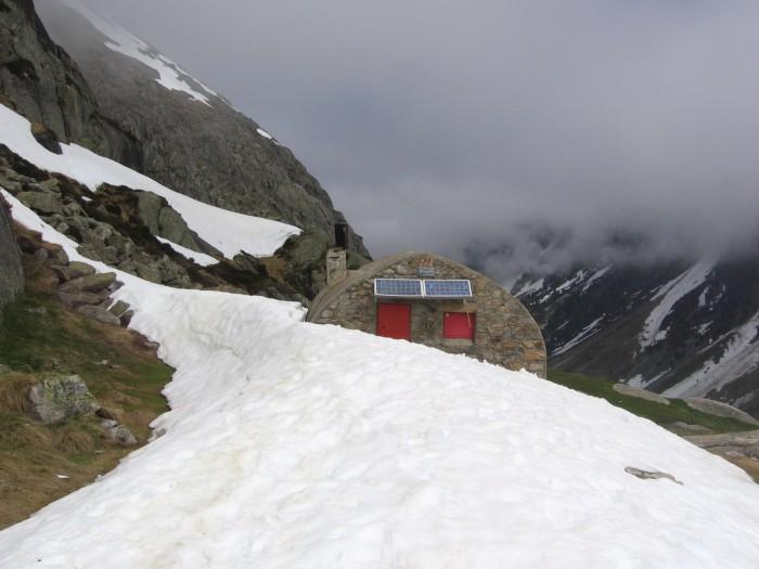 Refuge Ledormeur avec encore un peu de neige