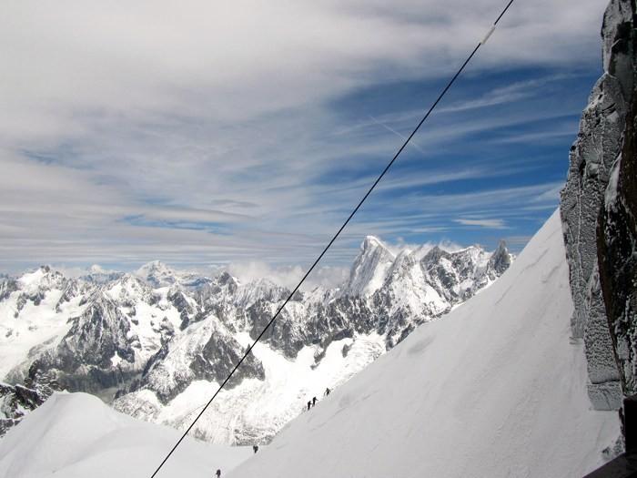 Alpinistes montant à l'Aiguille du Midi, Mont Blanc