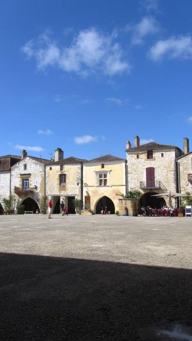 Monpazier, place principale, Dordogne