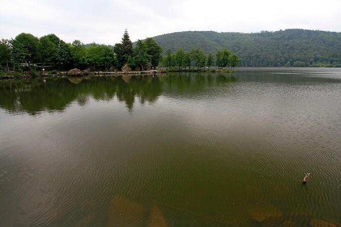 Balade au bord du lac Chambon