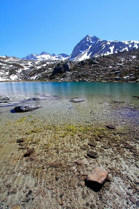 Eaux transparentes du lac Dets Coubous