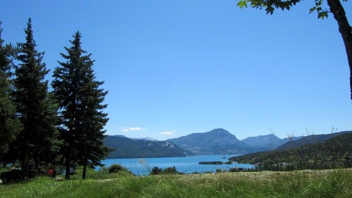 Le Lac de Serre Ponçon, lac artificiel des Hautes Alpes