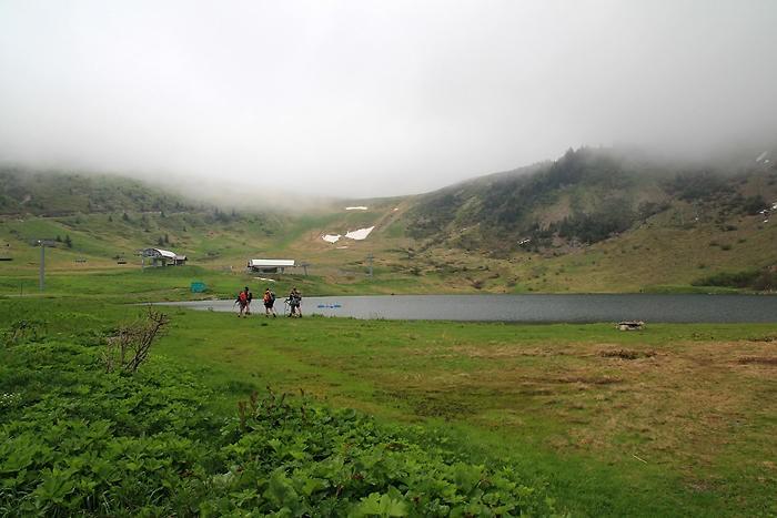 Randonneurs au lac de Vernant