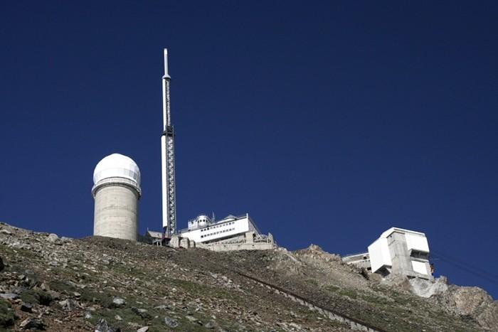 Pic de Midi de Bigorre sous le ciel bleu
