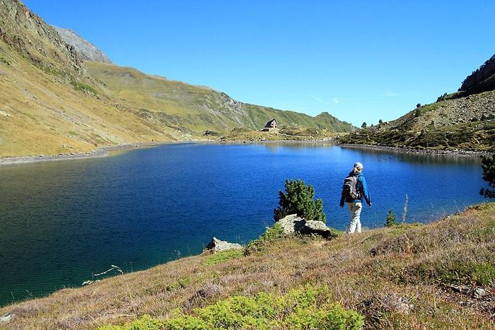 Lac et refuge d'Ilhéou dans les Pyrénées