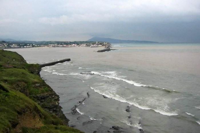 Randonnée sur le sentier du littoral dans le Pays Basque