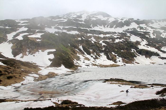 Lac de Pormenaz encore sous la neige