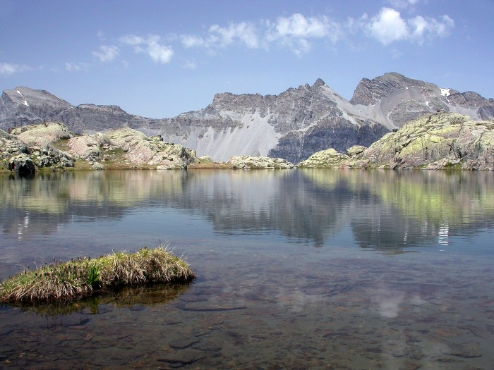 Reflets dans un des lacs de Morgon