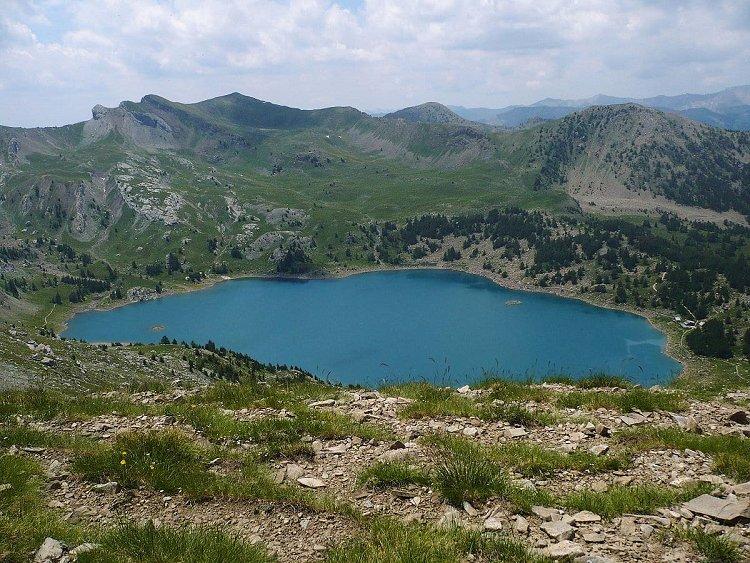 Le lac d'Allos en été
