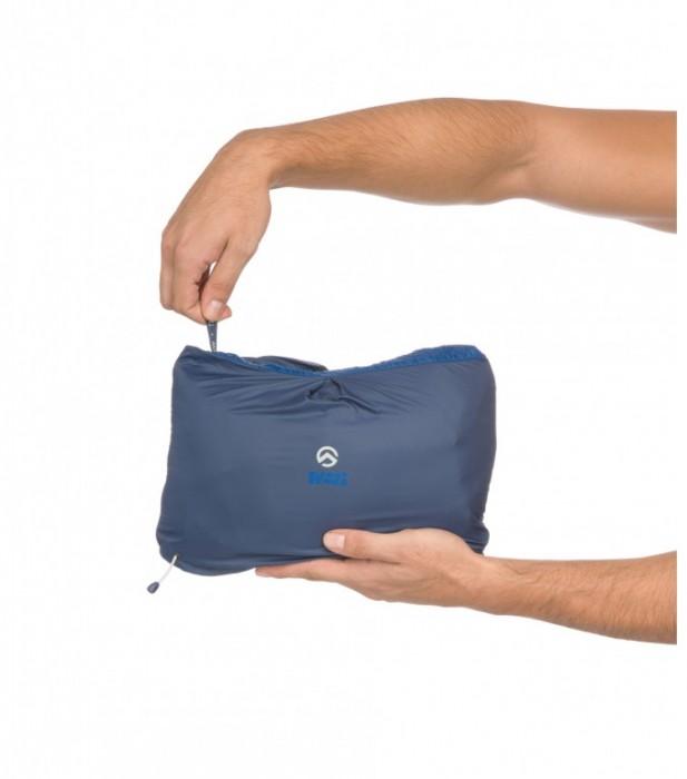 La doudoune Catalyst dans sa poche de compression