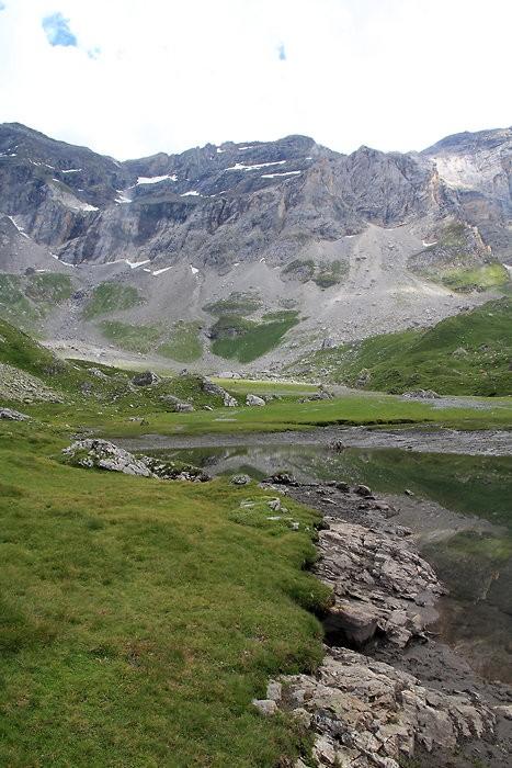 Passage au lac dans le cirque de Troumouse