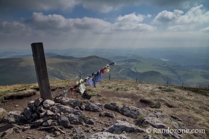 Le cairn du sommet du Puy de la Tache