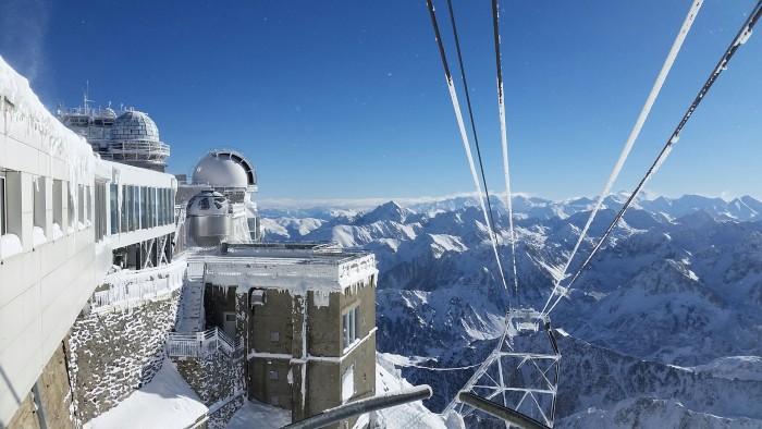 Le téléphérique du Pic du Midi de Bigorre en hiver