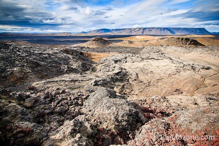Randonnée pédestre : Randonnée à travers un des champs de lave d'Islande