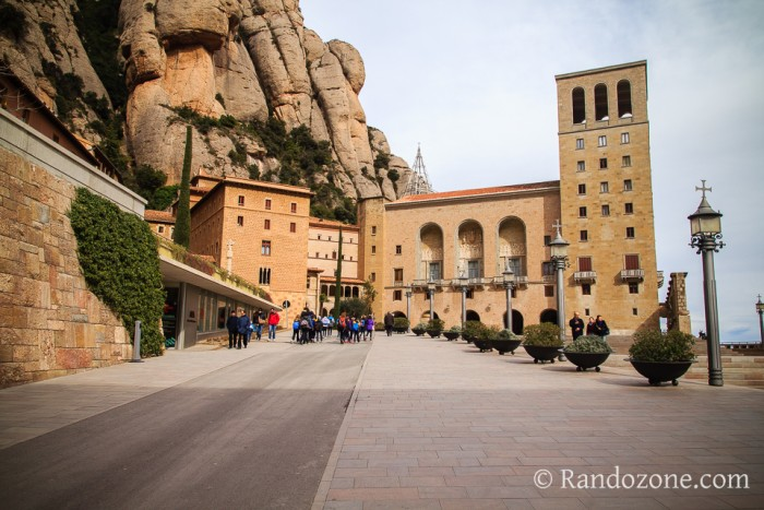 Dans les allées du monastère