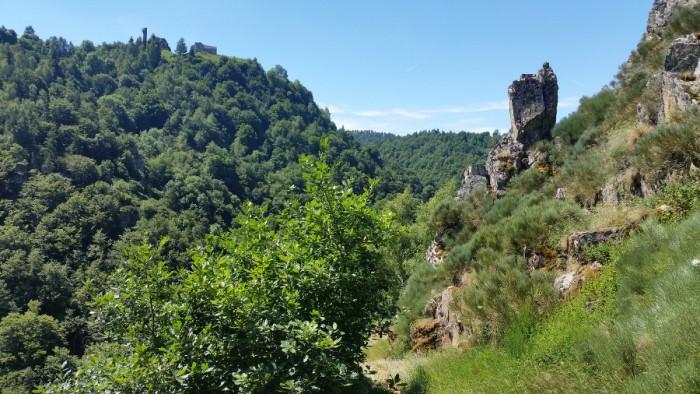 Sentier dans les gorges du Bès