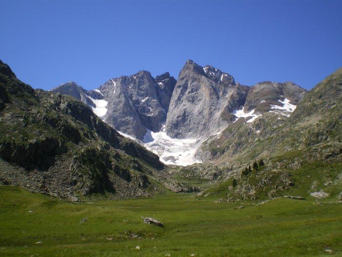 La face nord du Vignemale depuis le refuge des Oulettes