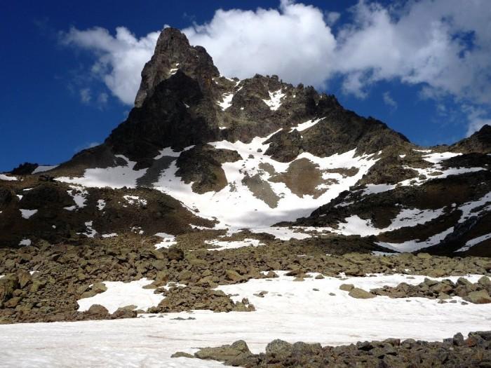 Pic du Midi d'Ossau près du Lac de Peyreget