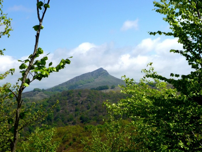 Vue sur l'Atxuria depuis de col de Lizarrieta