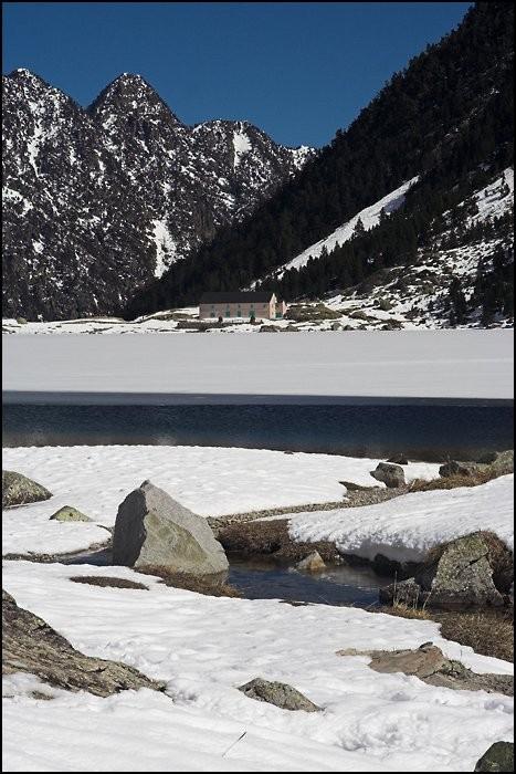 Lac de Gaube et son gîte