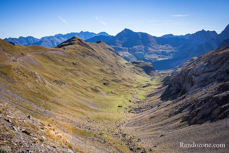 Vallée depuis le col de Boucharo