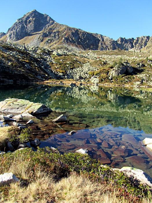 Lac lors de la montée à la Hourquette d'Aubert