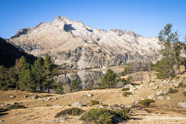 Randonnée le long du lac d'Aumar