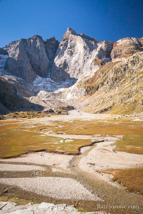 Le plateau devant la face nord du Vignemale