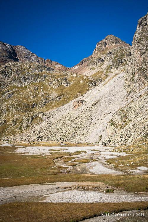 Sentier qui monte vers le col des Oulettes