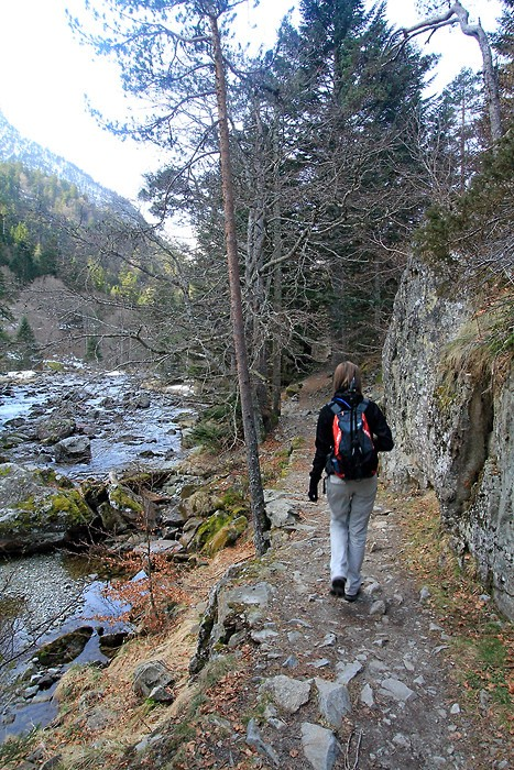 Randonnée sur le chemin des cascades le long du gave du Marcadau