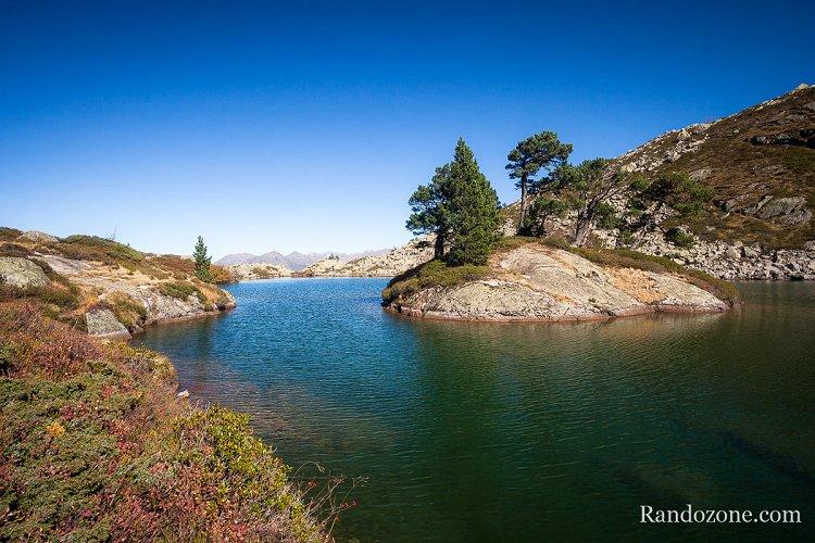 Lac de Bastampe et sa petite île