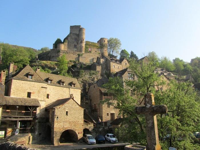 Belcastel, randonnée dans un des plus beaux villages de France