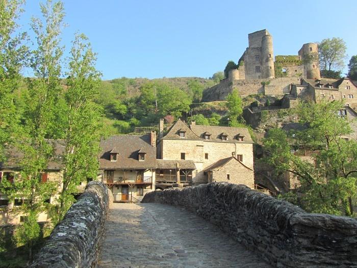 Chateau de Belcastel et pont de pierre